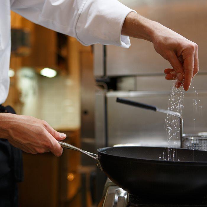 surmont_foodservice_cuoco-preparazione